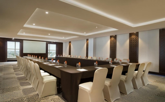 meeting room di Four Points by Sheraton Makassar