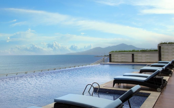 Swimming Pool di Four Points By Sheraton Manado