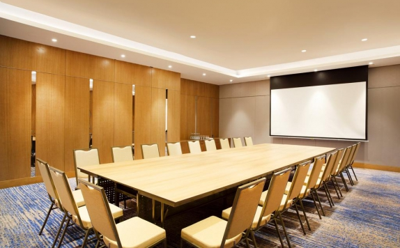 Meeting room di Four Points by Sheraton Surabaya