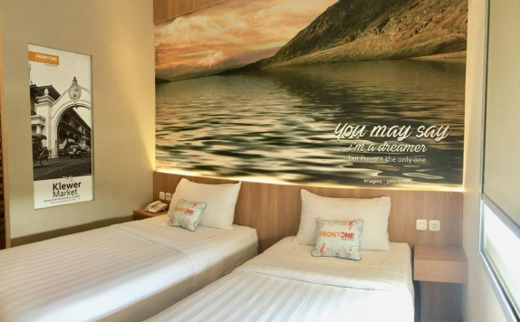 Guest Room di Front One Airport Solo