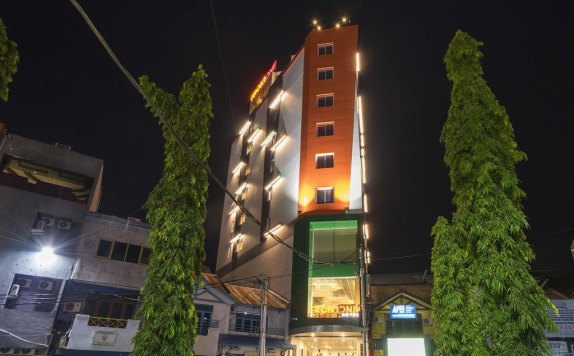 Front view di Front One Hotel Jayapura