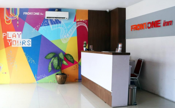 Receptionist di Front One Inn