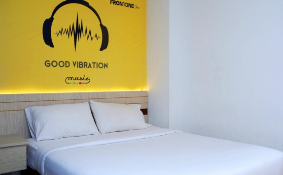Tampilan Bedroom Hotel di Front One Inn