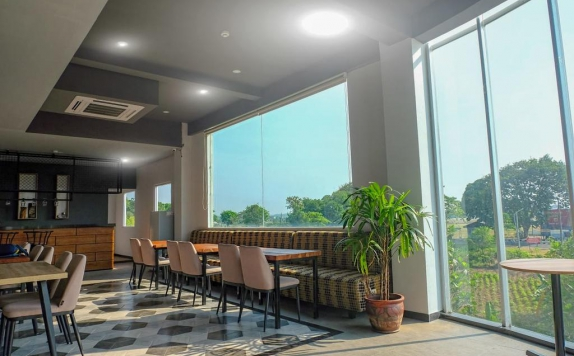 Amenities di Front One Inn Airport Solo