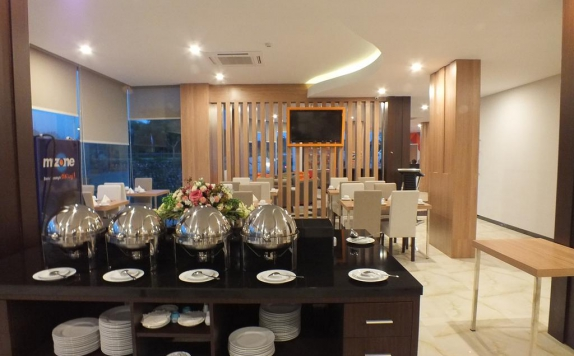 Restaurant di Front One Inn Airport Solo