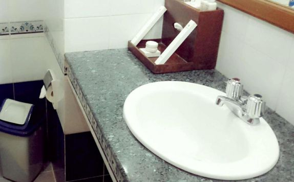 Bathroom di Gallery Hotel Kresna