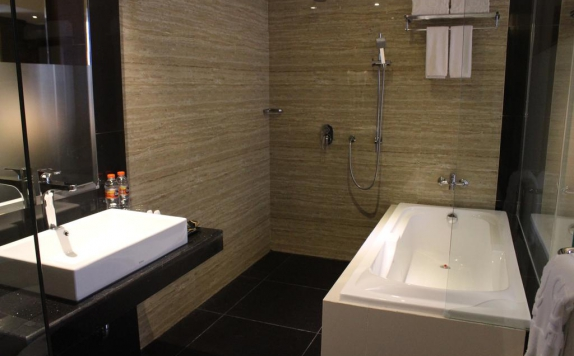 Bathroom di Gets Hotel Semarang