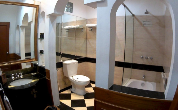 Bathroom di Geulis Hotel
