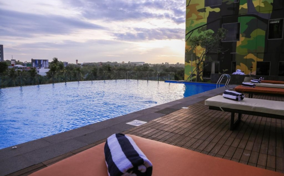 Swimming Pool di Golden Tulip Essential Pekanbaru