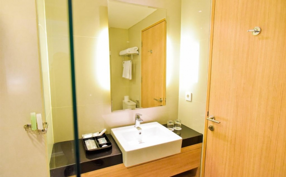 Bathroom di Golden Tulip Essential Tangerang