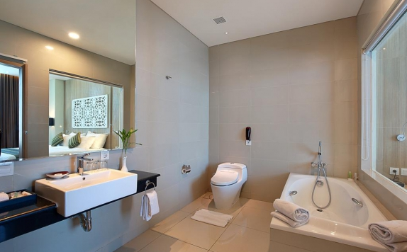 Bathroom di Golden Tulip Galaxy Banjarmasin