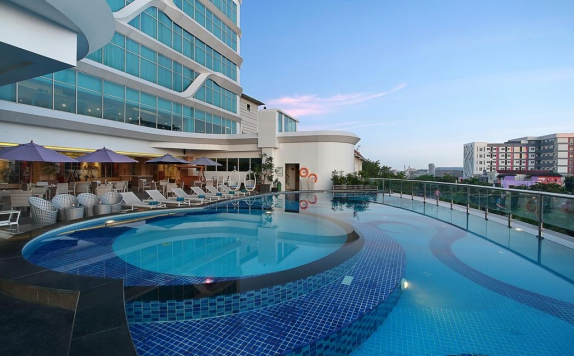 Swimming Pool di Golden Tulip Galaxy Banjarmasin