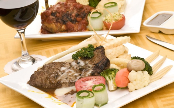 Food and Beverages di Golden View Hotel