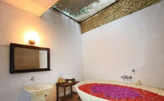 Bathroom di Graha Moding Villas