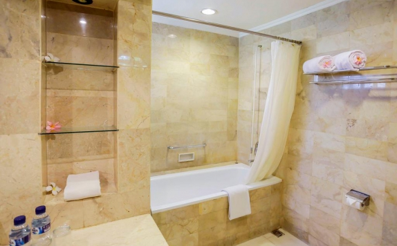 bathroom di Graha Residen Serviced Apartments