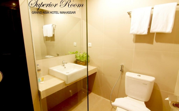 Bathroom di Grand Asia Hotel Makassar
