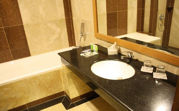 Bathroom di Grand Asrilia Hotel Convention & Restaurant