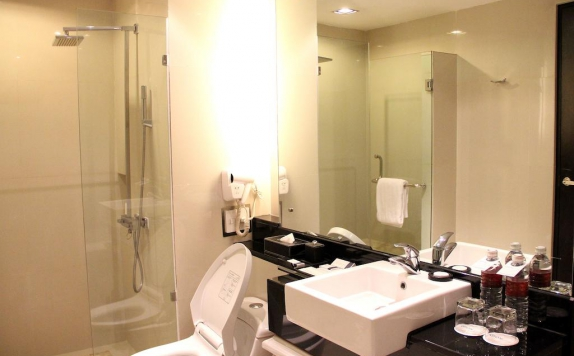 Bathroom di Grand Aston City Hall Hotel Medan