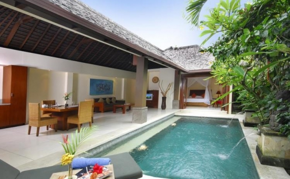 SwimmingPool Hotel di Grand Avenue Bali