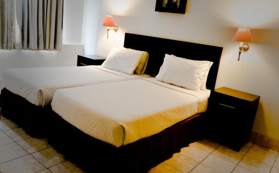 guest room twin bed di Grand Cikarang