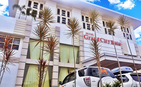 Tampilan Luar di Grand City Hotel Batu