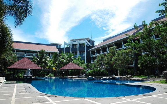 Swimming Pool di Grand Dafam Bela Ternate