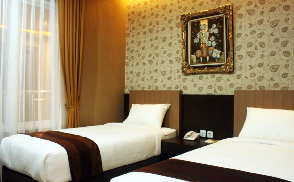 guest room twin bed di Grand Dian Hotel Cirebon