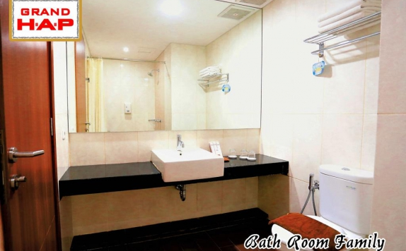 Bathroom di Grand HAP Hotel Solo