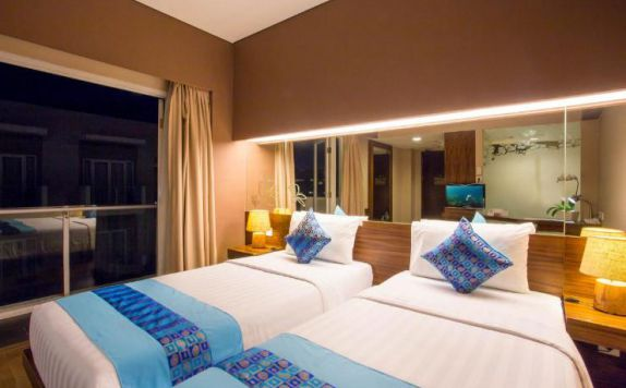 guest room twin bed di Grand Ixora Kuta Resort