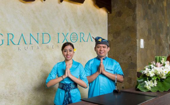 receptionist di Grand Ixora Kuta Resort