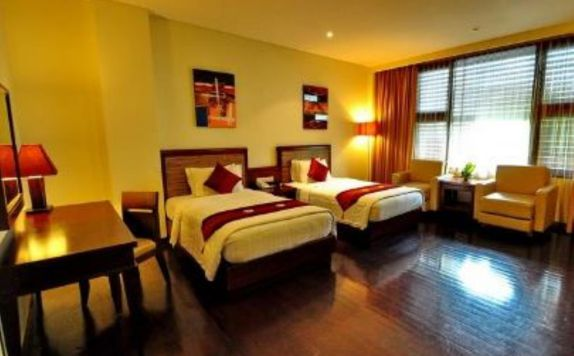 guest room twin bed di Grand Jimbaran Boutique Hotel & Spa