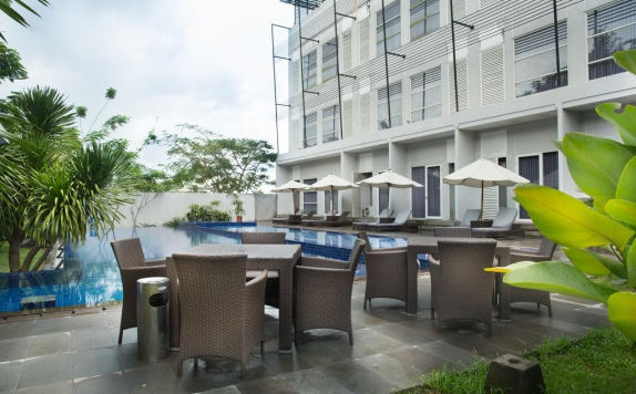 Swimming Pool di Grand Kecubung Hotel