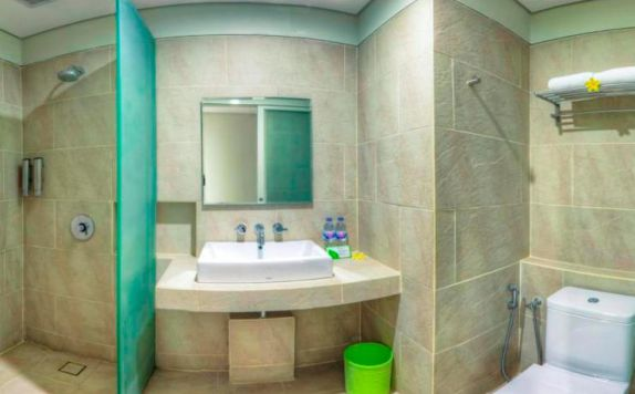 bathroom di Grandmas Plus Hotel Airport
