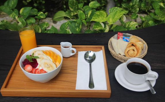 Food and Beverages di Grandmas Plus Hotel Airport