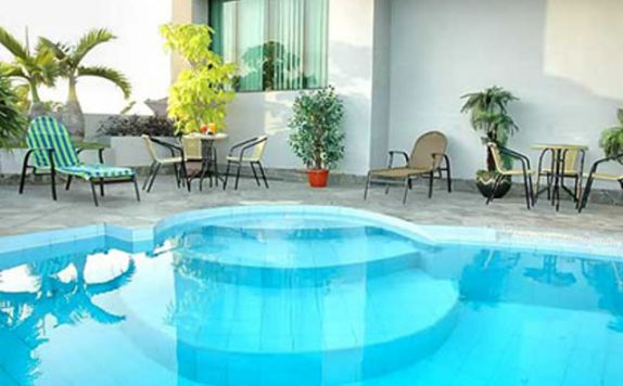 Swimming Pool di Grand Meza Makassar (ex. Banua Hotel)