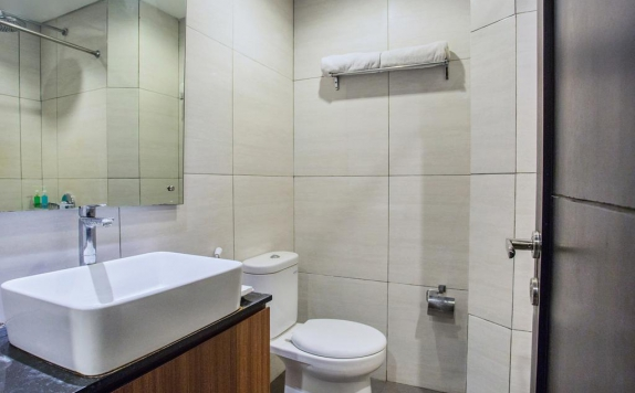 Bathroom di Grand Mirah Boutique Hotel