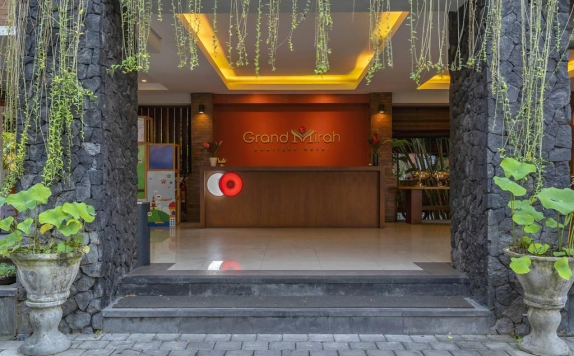 Receptionist di Grand Mirah Boutique Hotel