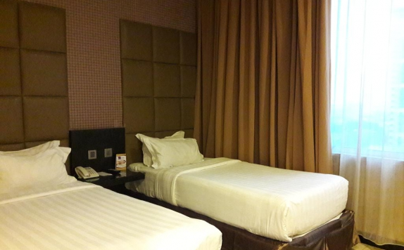 guest room twin bed di Grand Paragon Hotel Jakarta