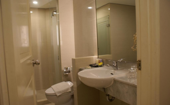 Bathroom di Grand Tropic Suites