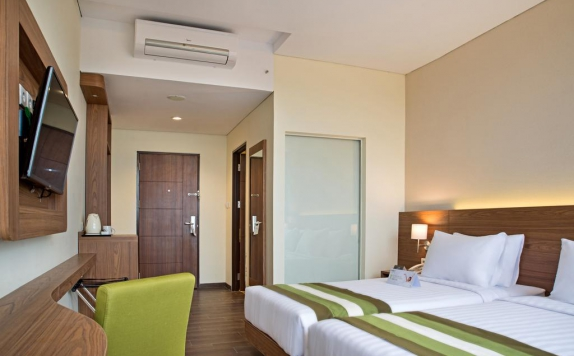Guest room di Grand Whiz Poins Square Simatupang