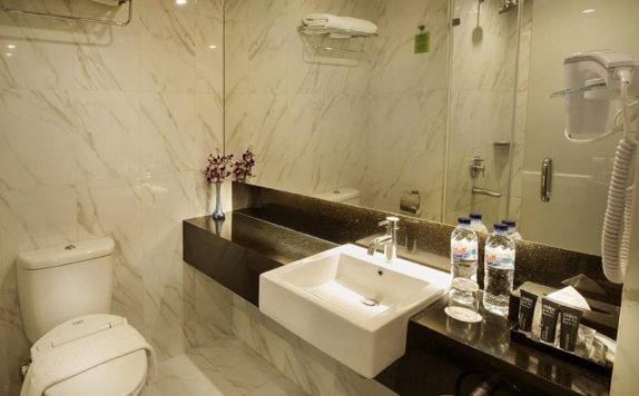Bathroom di Grand Zuri BSD City