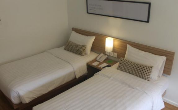 guest room twin bed di Grand Zuri Malioboro