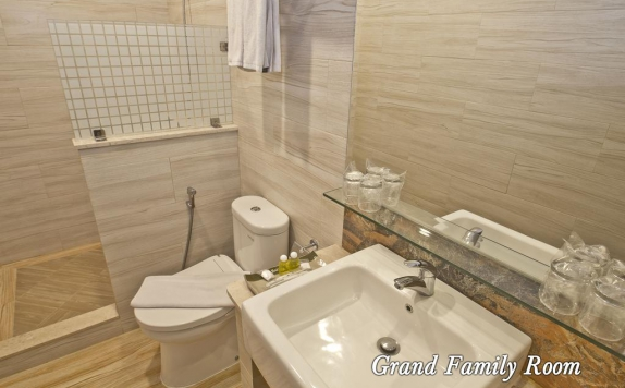 Bathroom di Green Batara Hotel