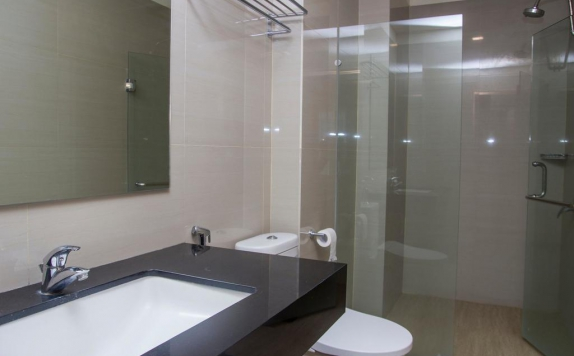 Bathroom di Green Eden Hotel Manado