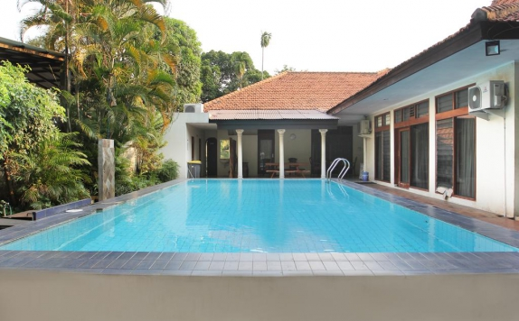 Swimming Pool di Griya Patria Guesthouse