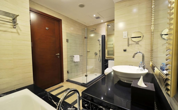bathroom di Gumaya Tower Hotel