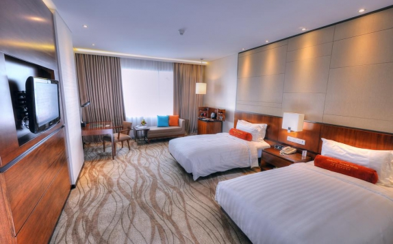 guest room twin bed di Gumaya Tower Hotel