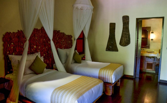 guest room twin bed di Hanging Gardens Ubud Hotel