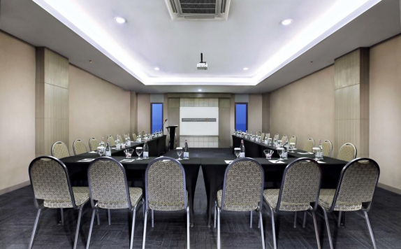 Meeting room di Harper Purwakarta