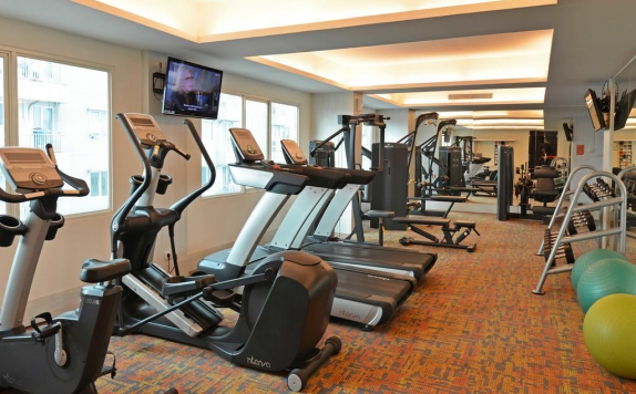 Gym and Fitness Center di Harris Hotel and Convention Ciumbuleuit